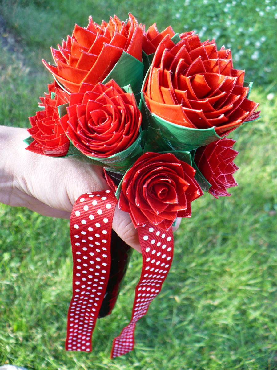 Craft Tutorial: How to Make a Duct Tape Rose Bridal Bouquet