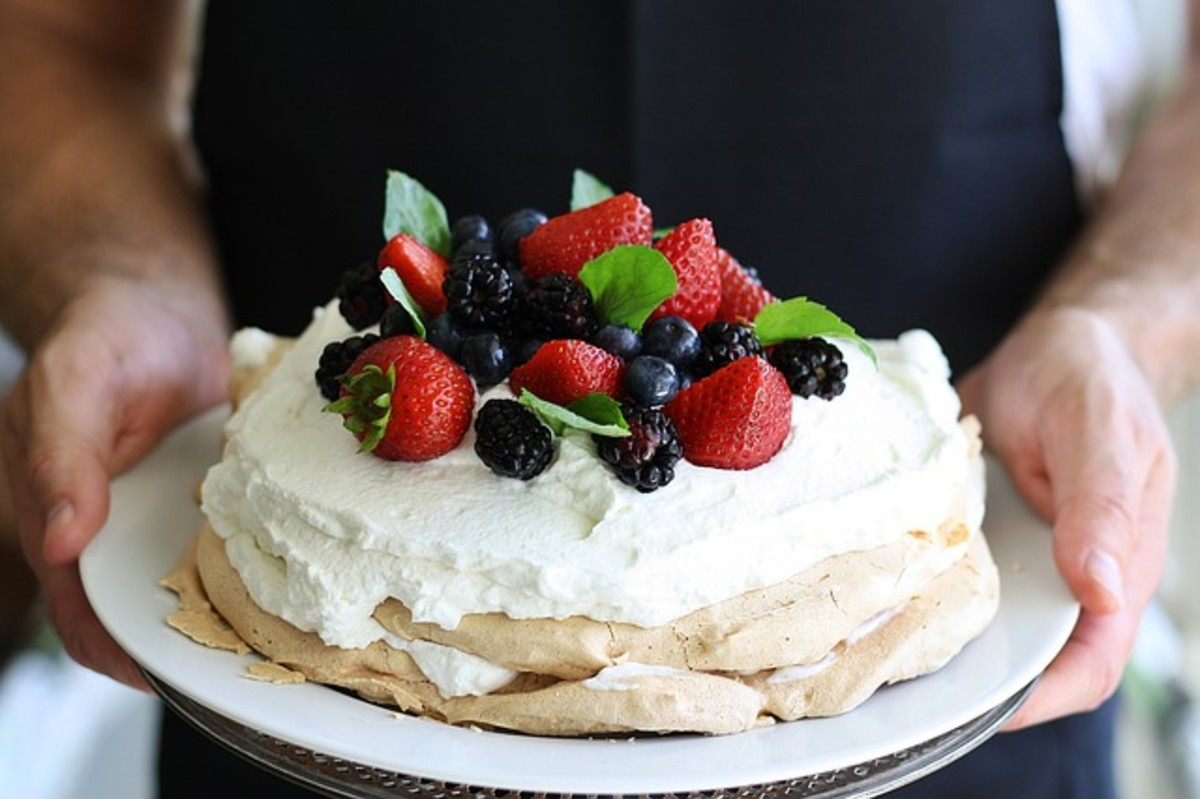 How to Make Perfect Pavlova (That Doesn't Stick to the Paper!)