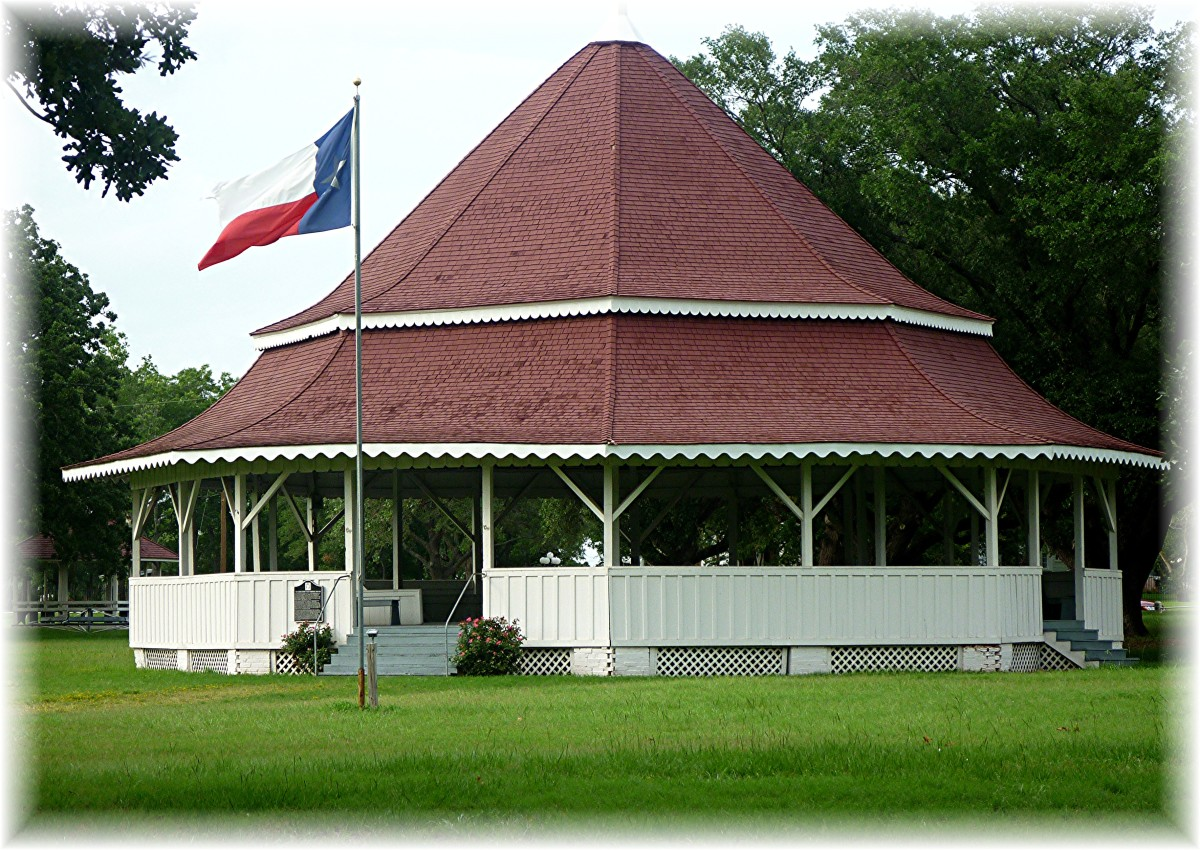 Calvert, Texas: Historic Buildings District + Pictures of Historic Cemetery