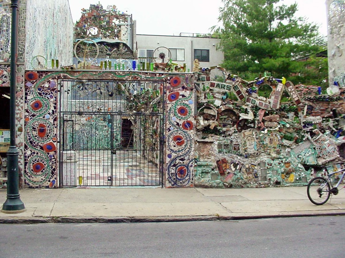 Philadelphia39s magic gardens the mosaic art of isaiah for Magic garden philadelphia