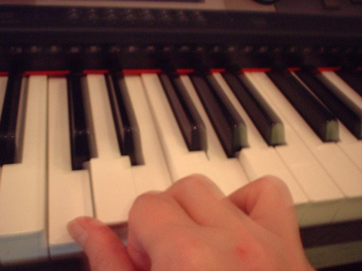 This hand is pulled back to show which keys are being played.  It's not intended as an example of a good hand position at all!