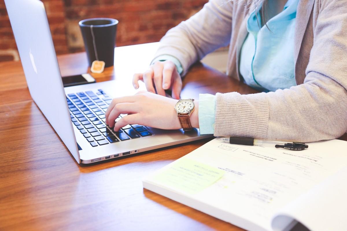 How do you become a blogger?
