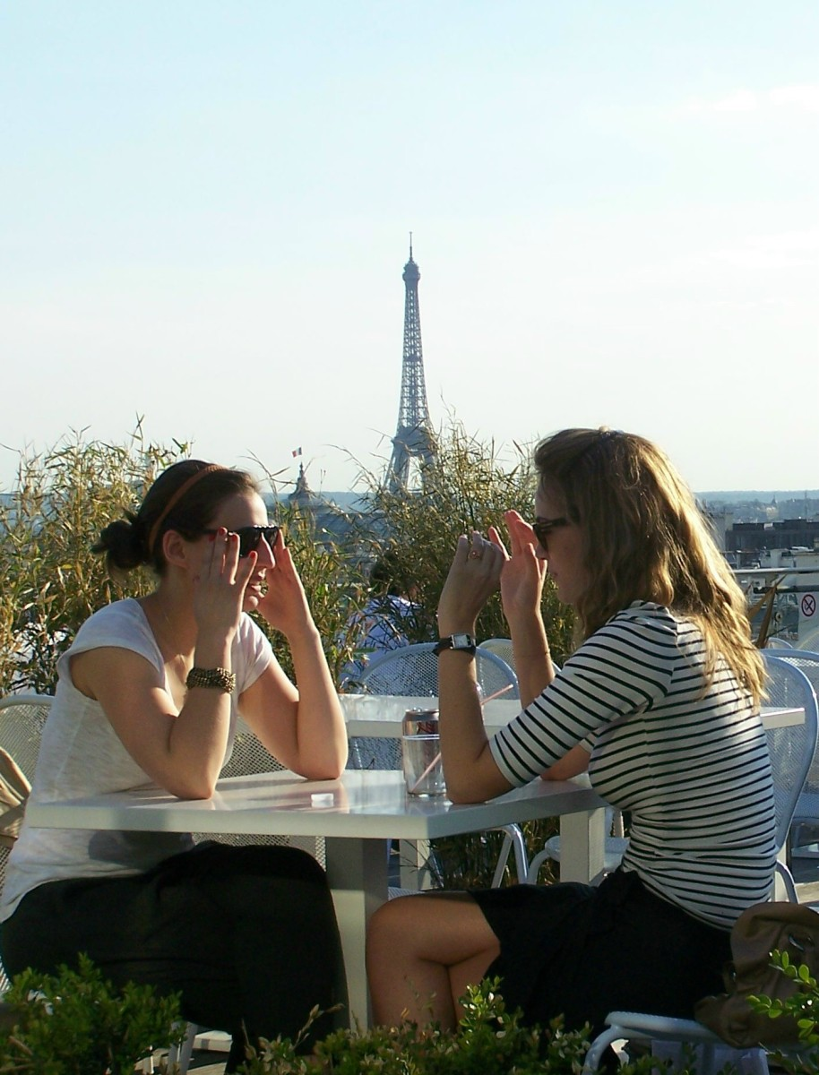 two women having a meal in front of the Eiffel Tower