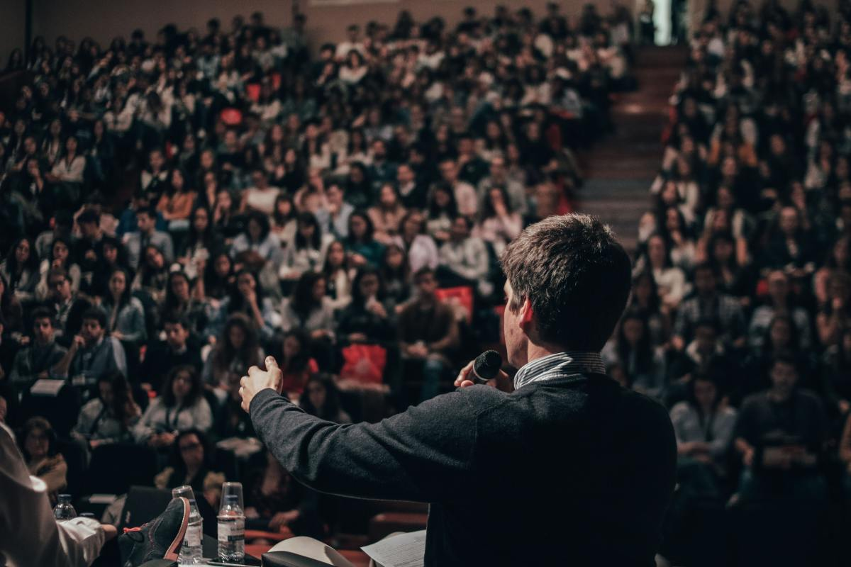 How to capture and hold a crowd's attention with your speech.