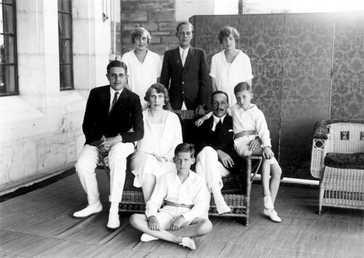 Alfonso, Ena and their six children.