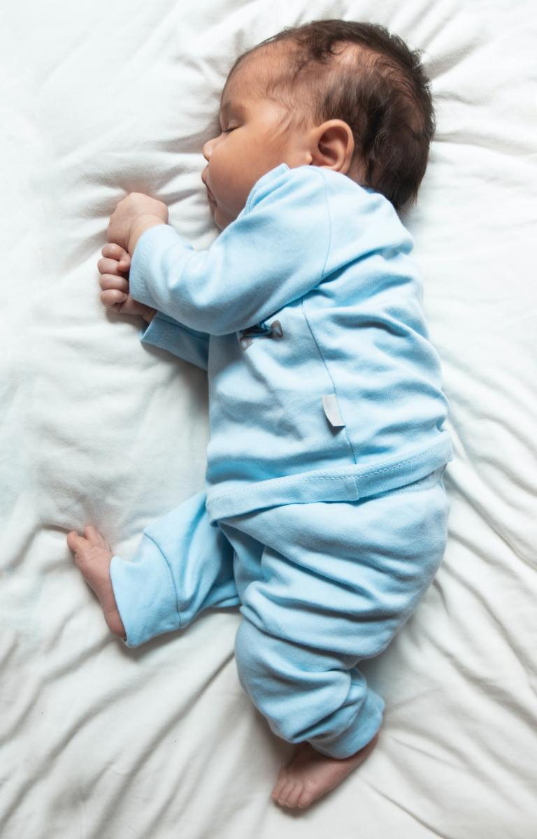 Find out when it's safe (and when it's unsafe!) to sleep with your baby.