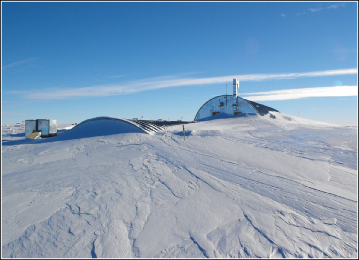 The drill arch at the West Antarctic Ice Sheet Divide Ice Core project, start of '08-'09 season.  Image courtesy Bill Texter & WAIS Divide Ice Core Project/National Science Foundation.