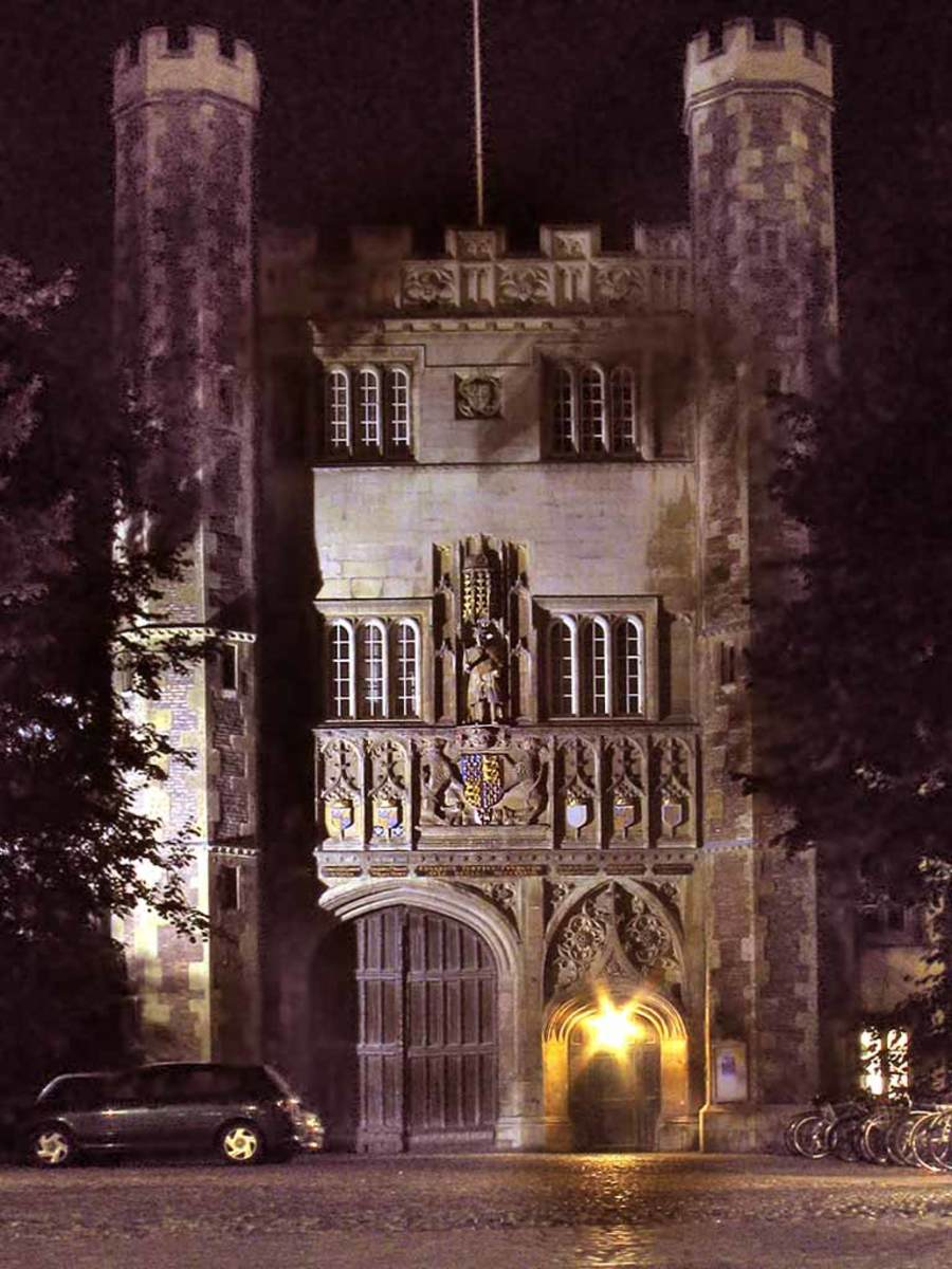 Trinity College, Cambridge, Great Gate (night)