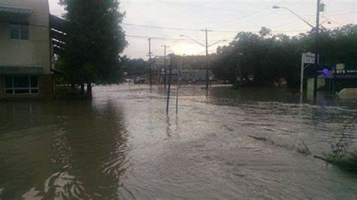 Memorial Day, May 25 2015 - flooding Lamar & 12th Street ...