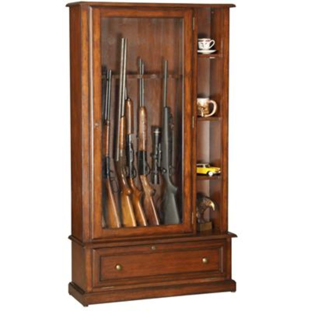 Wooden gun cabinet for your home for Muebles para guardar armas de fuego