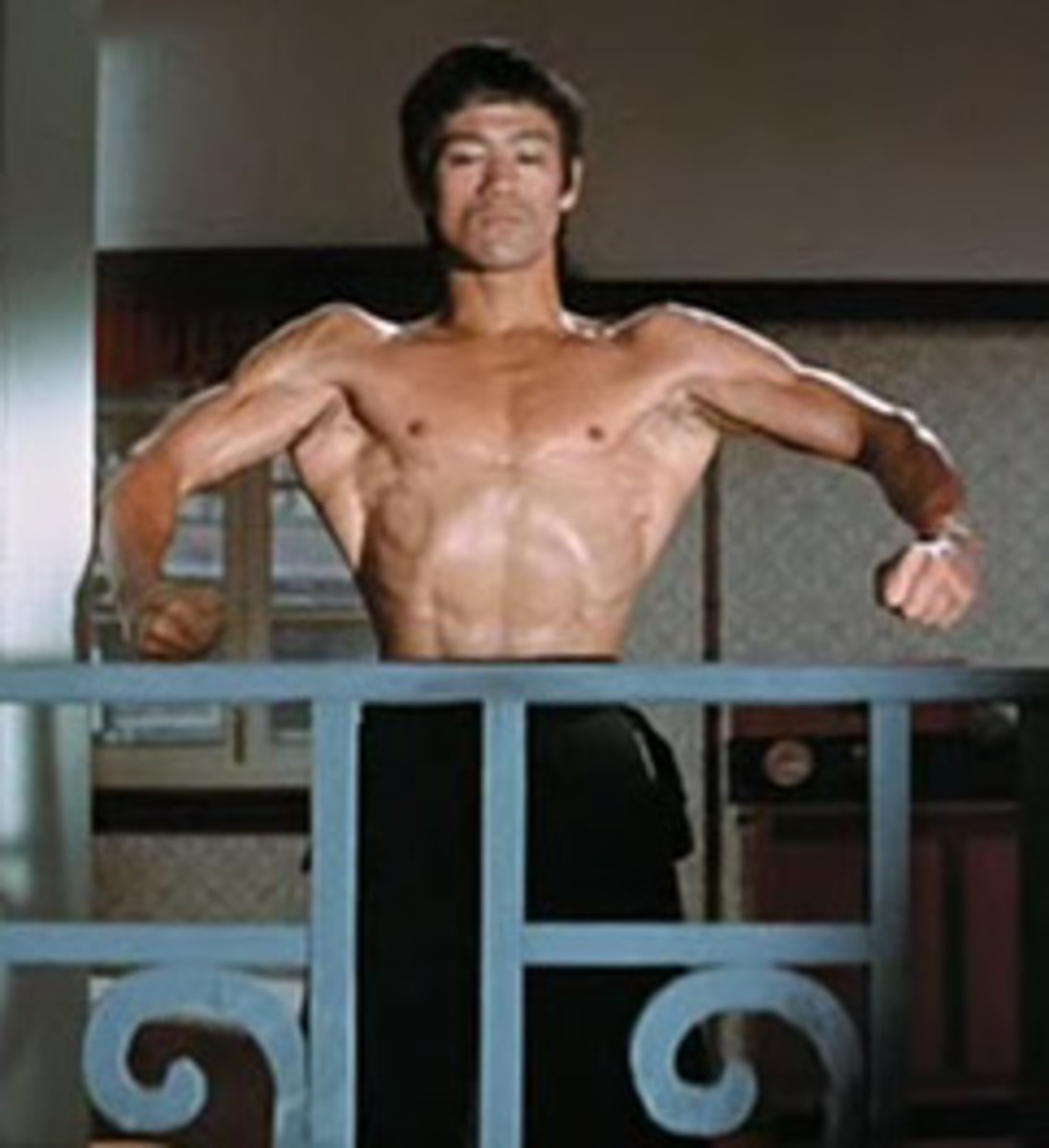 Bruce Lee - Front view