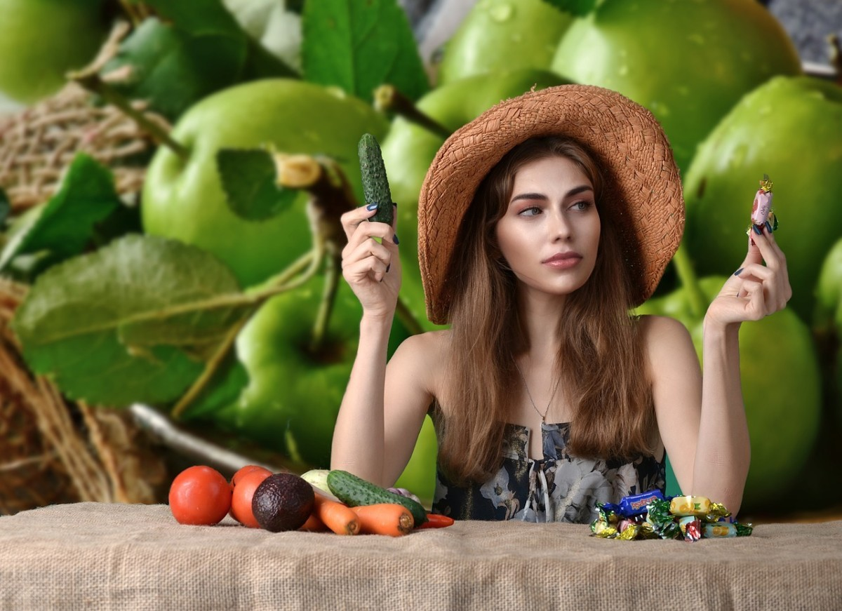 Foods to Eat and to Avoid, to Stay Young and Slow Down the Aging
