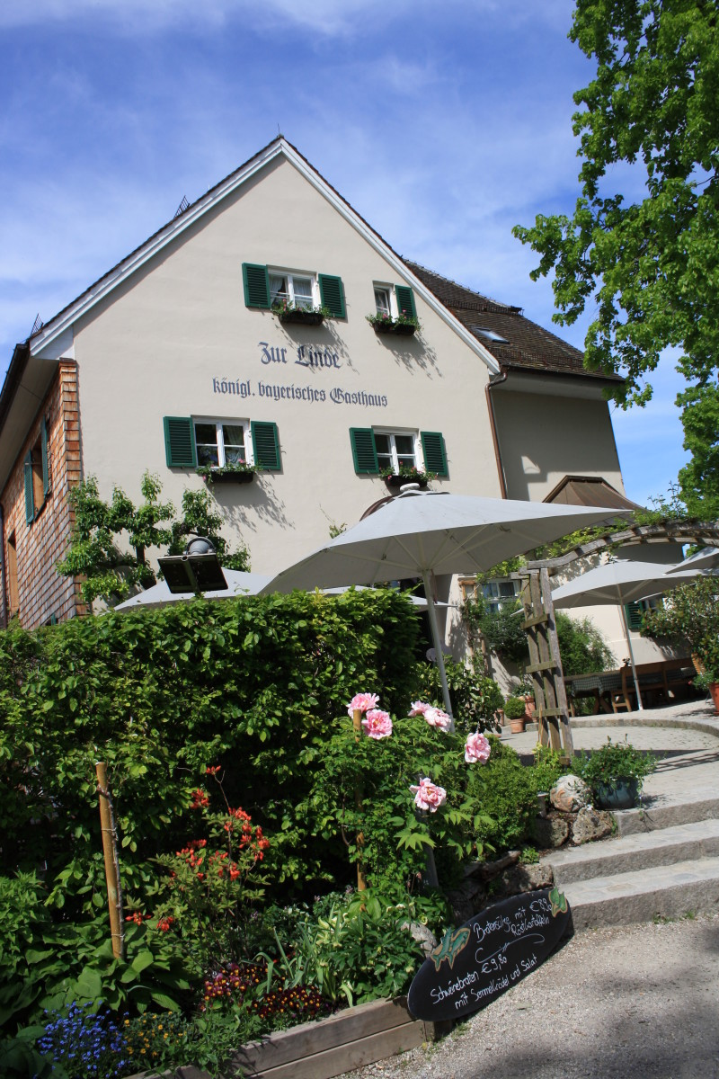 Zur Linde, King Bavarian Restaurant offers bavarian food with reasonable prices.