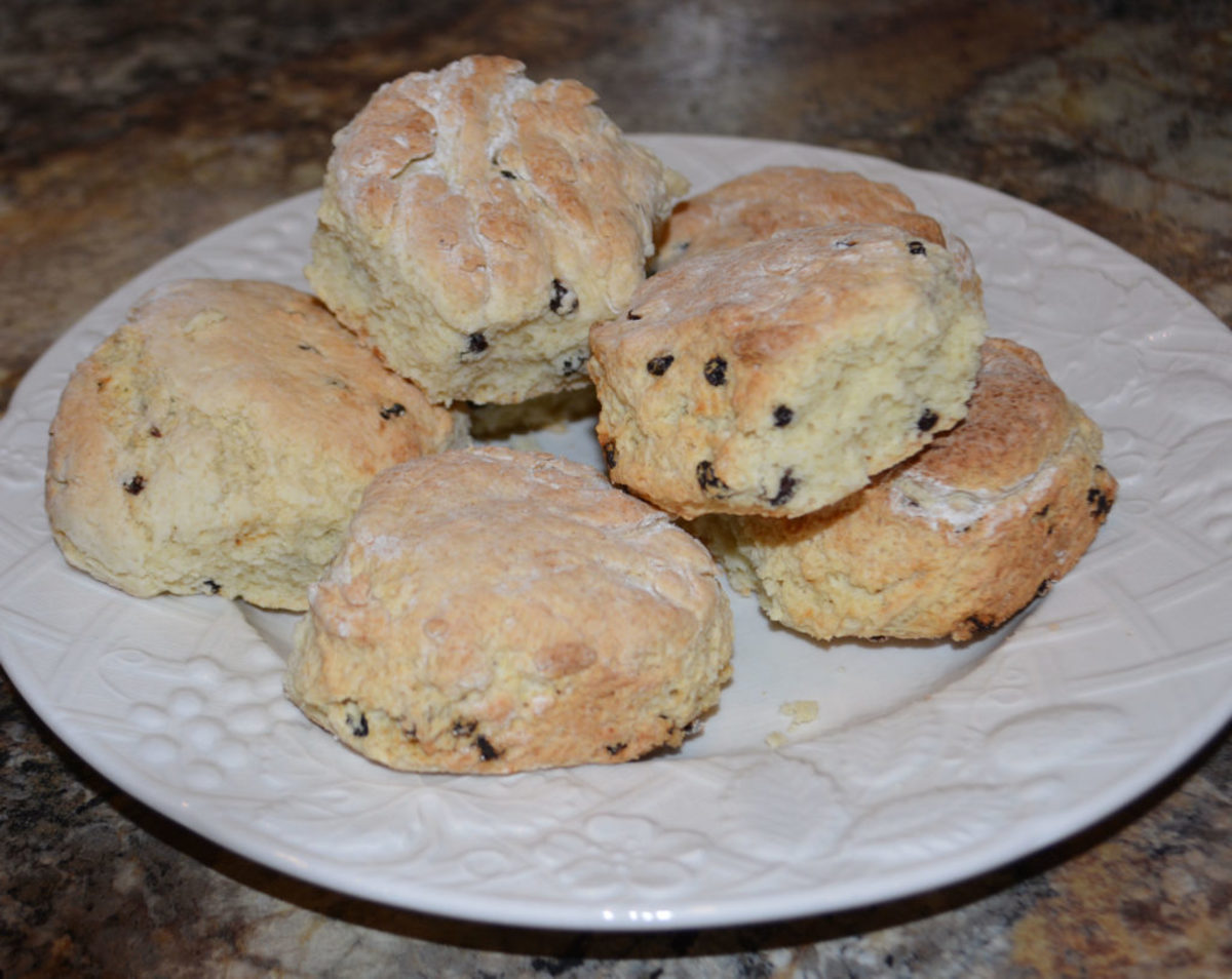 While in the UK, we had the option plain scones or fruit scones. We always chose the scones with currants.