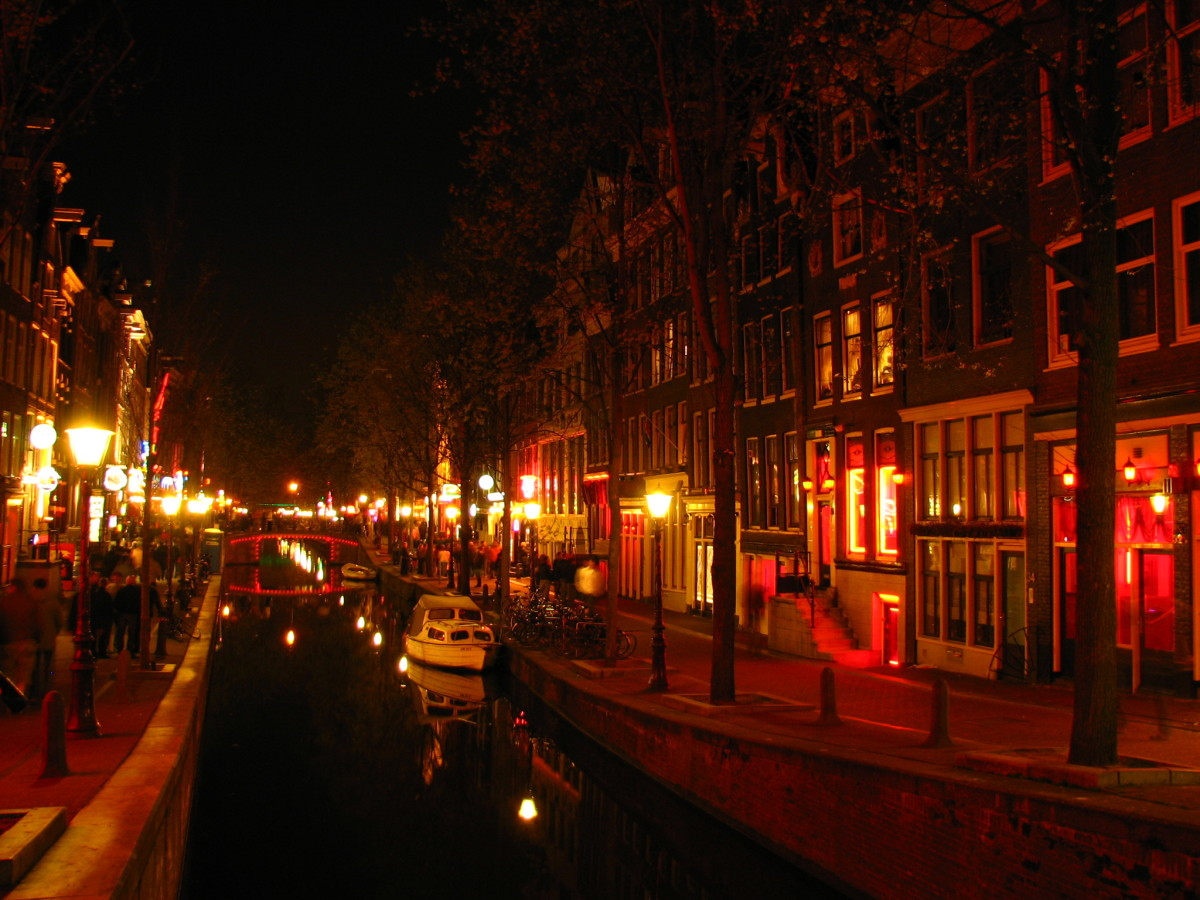 Flying Solo: Tips for Single Female Travellers, The Red Light District, Amsterdam