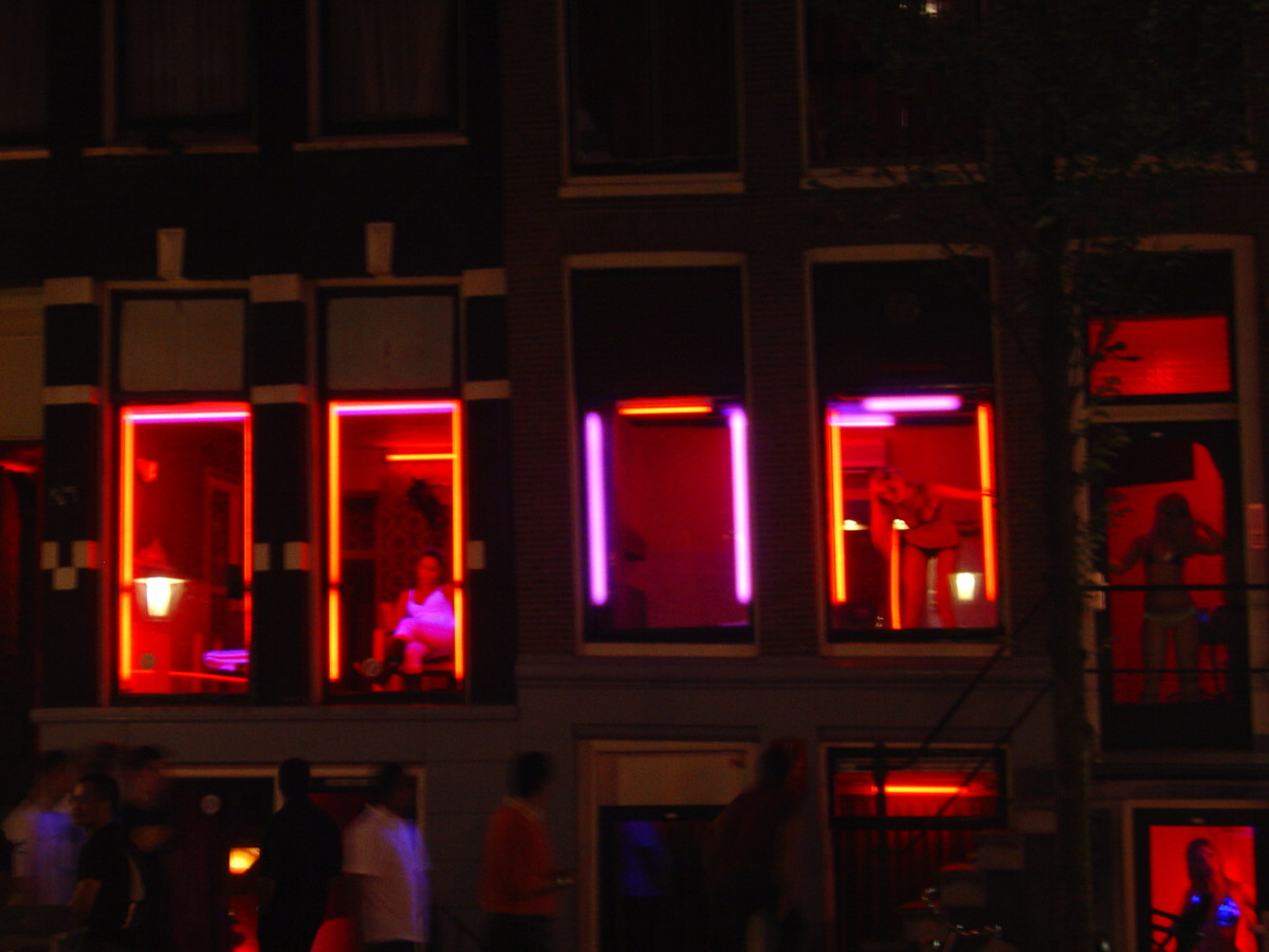 De Wallen at night.