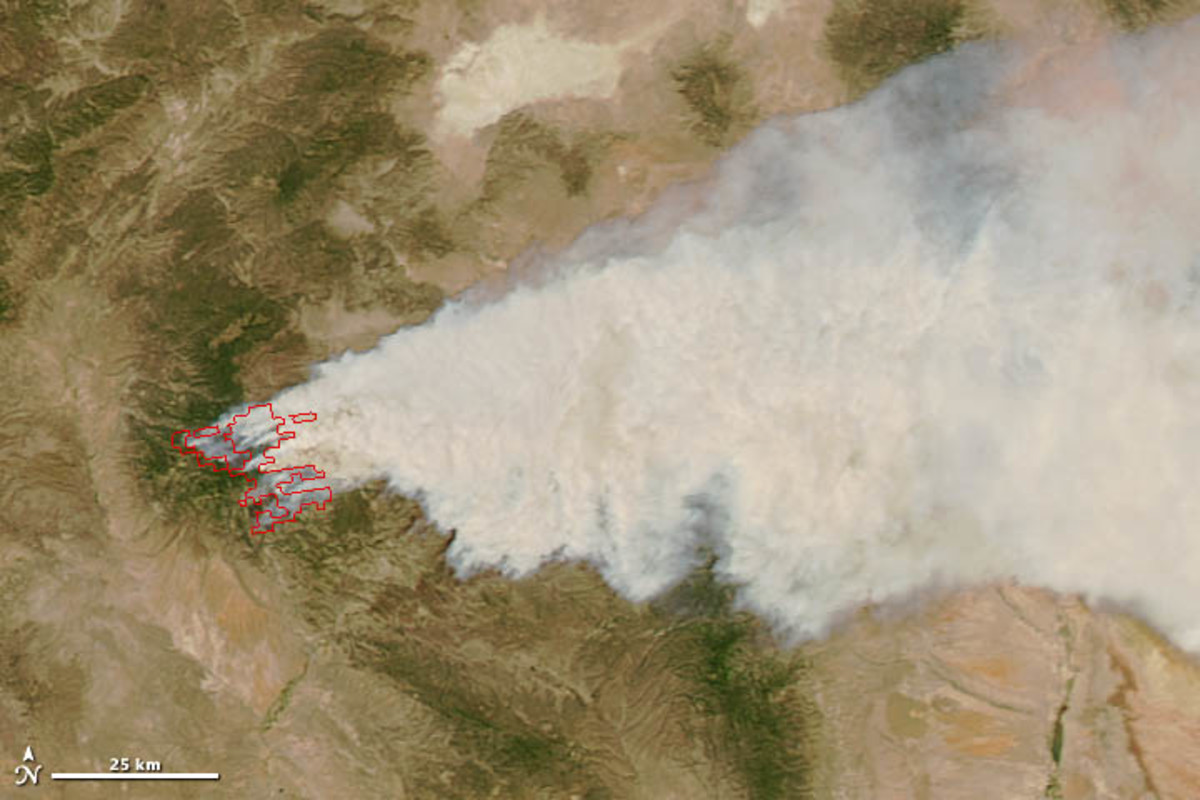 Wildfire in the Gila National Monument from orbit, May 2012.  Image courtesy NASA.