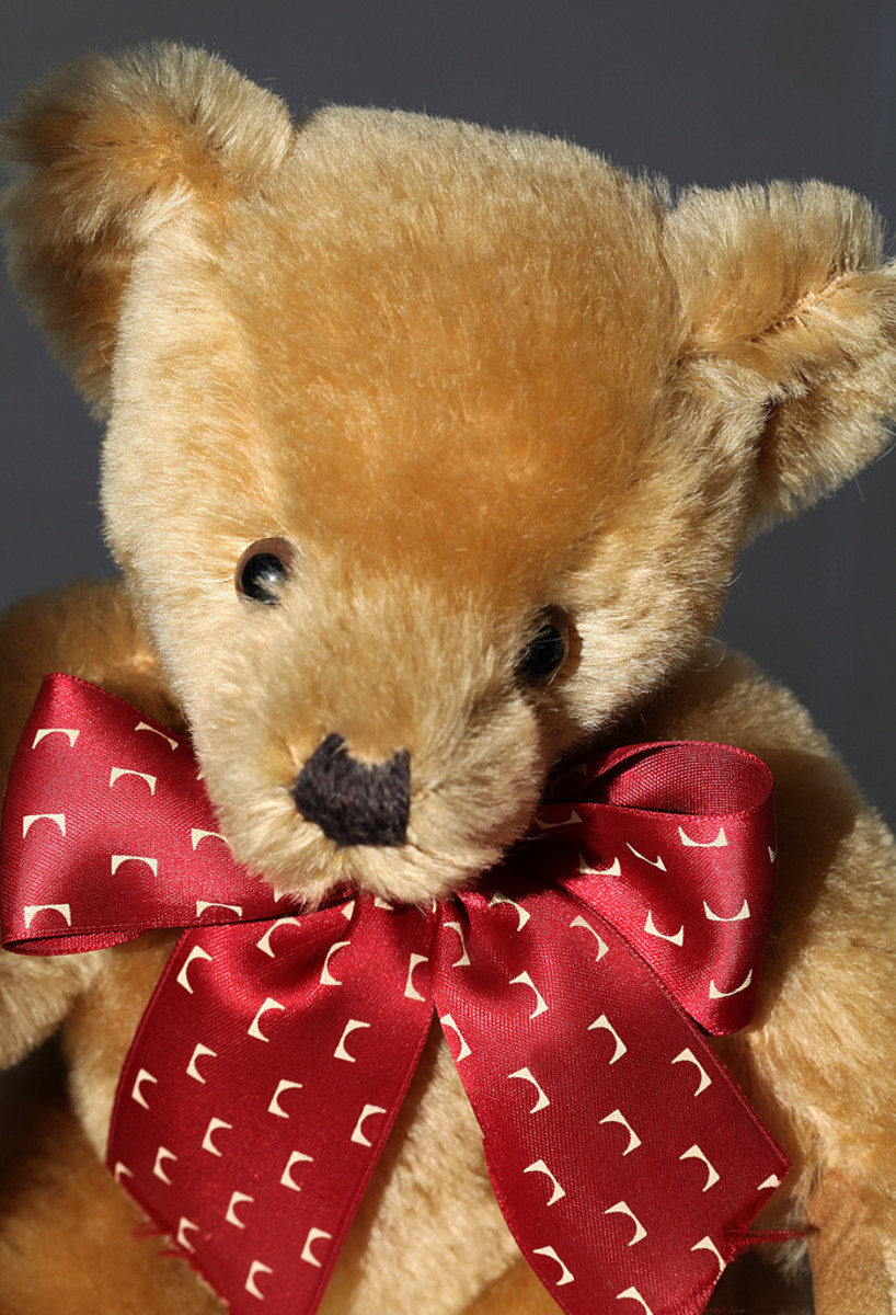 Handmade Teddy bears aren't difficult to make if you have basic sewing skills and the right materials.