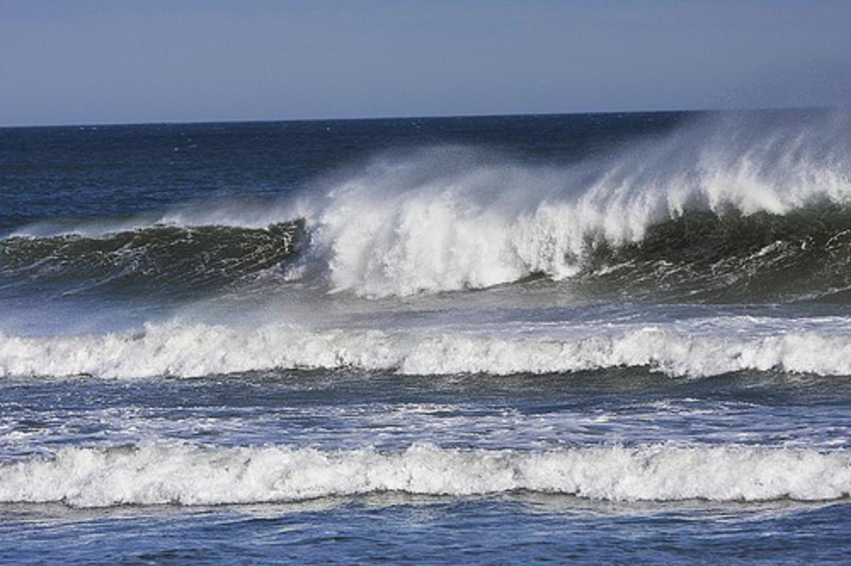The shore of Wellfleet, MA. Photo by nashuavideotours on flickr. Creative Commons 2.0.