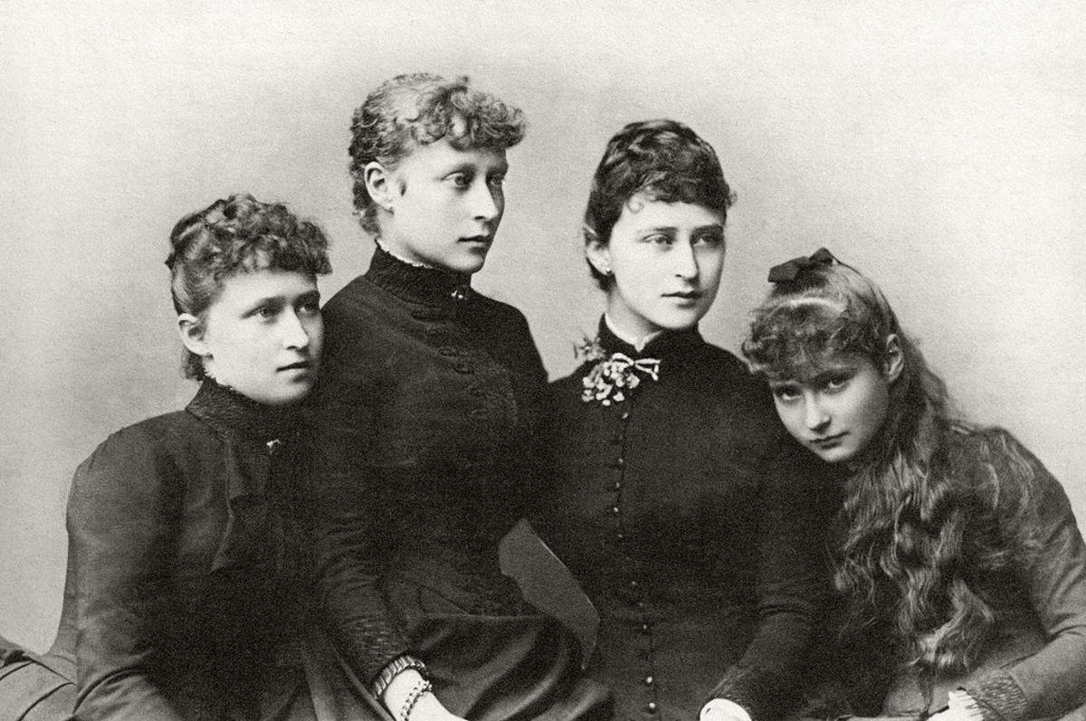 Louis' bride Princess Victoria with her sisters l-r Irene, Victoria, Elisabeth (Ella) and Alexandra (Alix/Alicky.)