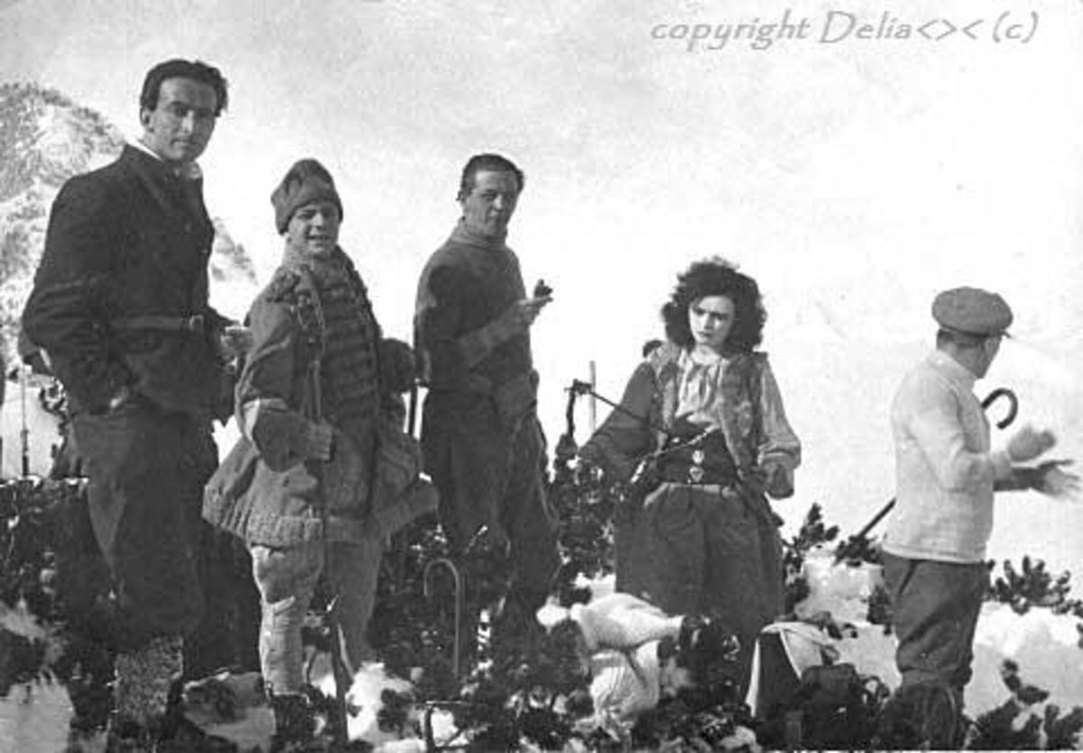 Pola Negri and dad on the Movie set Die Bergkatze (The Wildcat)