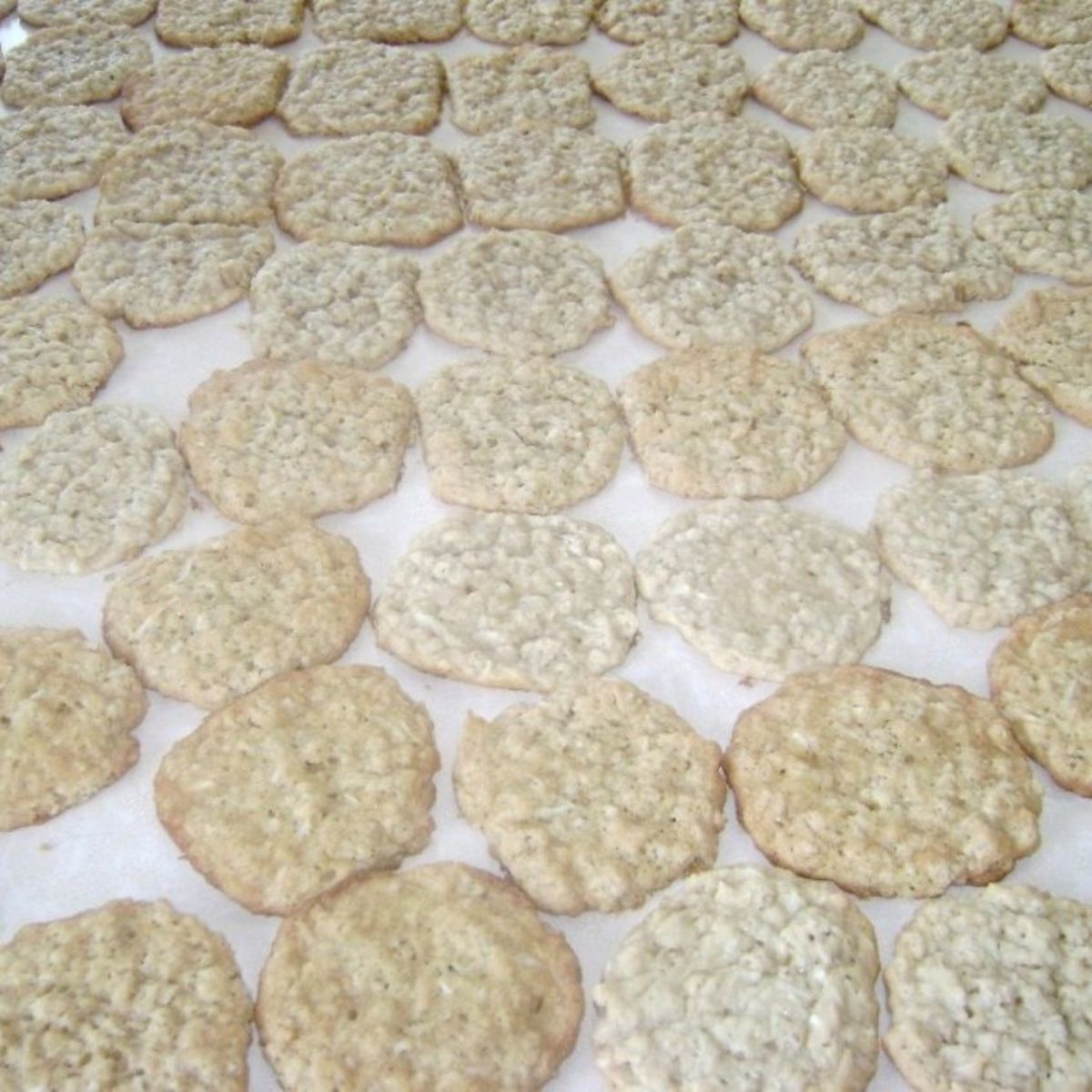 Homemade oatmeal cookies are a dessert rich in healthy soluble fiber.