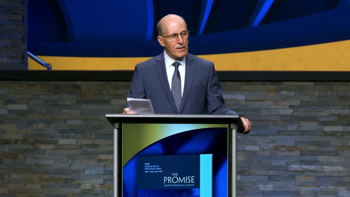 Pastor Doug Bachelor speaks to the congregation during Sabbath School Study Hour.
