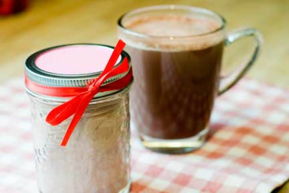 Hot cocoa in a jar makes an excellent gift for Valentine's Day because of the romantic connotations of chocolate! And it's inexpensive!
