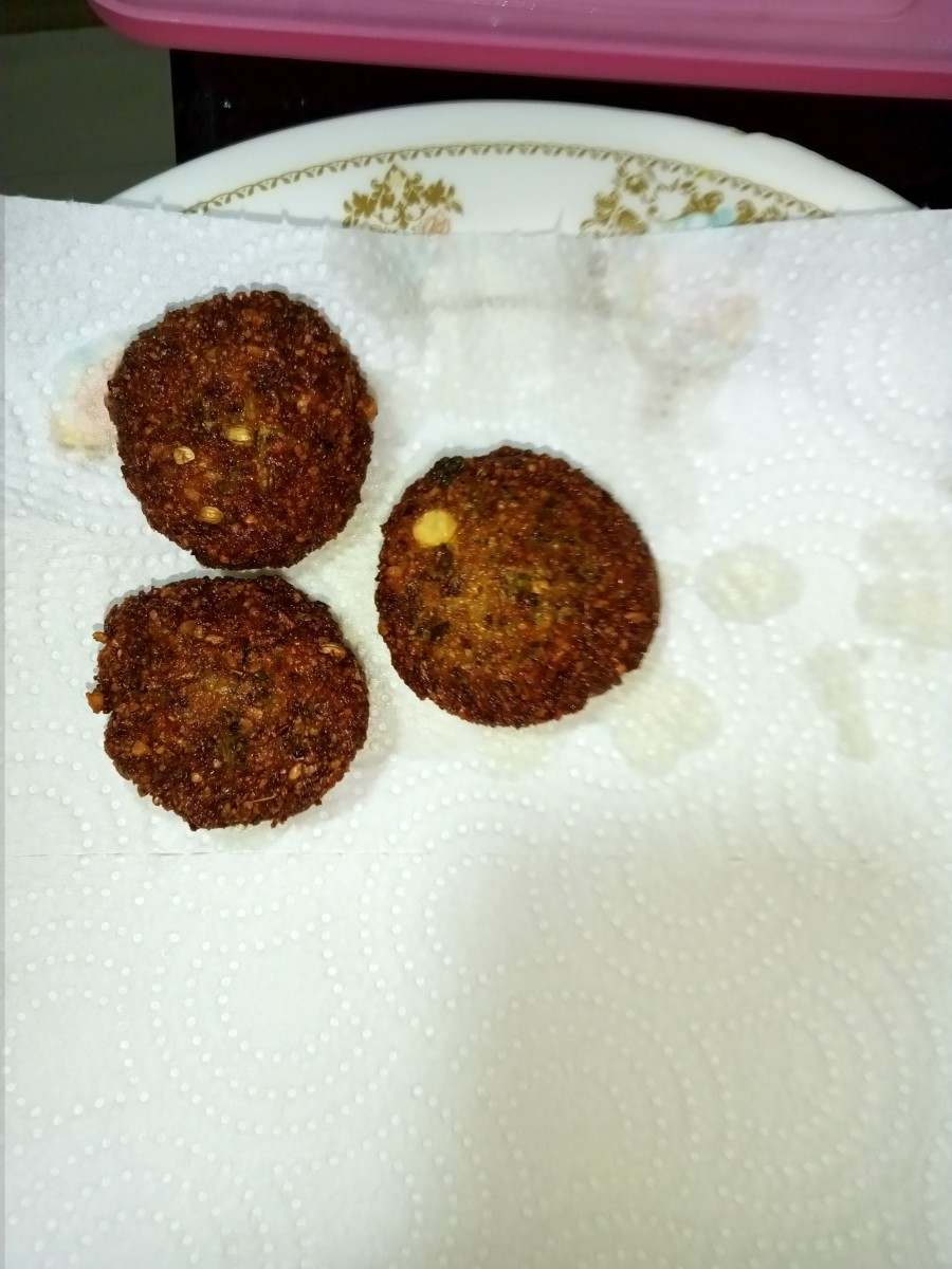 Transfer the cooked kebabs onto absorbent paper.