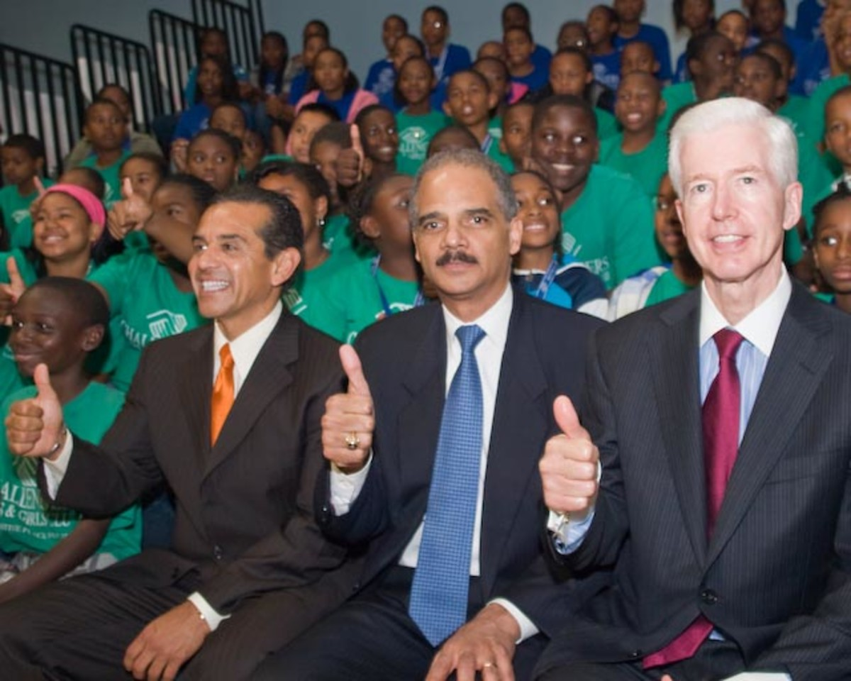 ERIC HOLDER WITH HIS FRIENDS ACORN