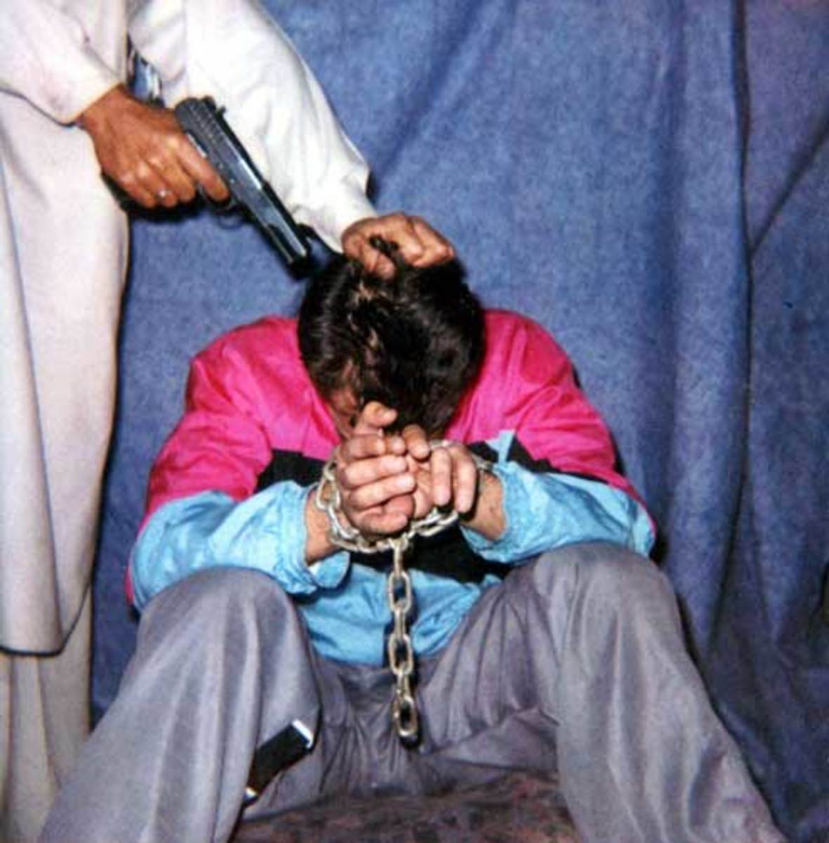 DANIEL PEARL SHORTLY BEFORE BEHEADING
