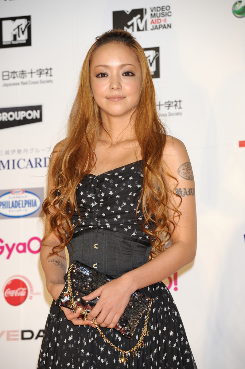 namie-amuro-famous-pop-and-r-b-singer-from-okinawa-very-beautiful-woman