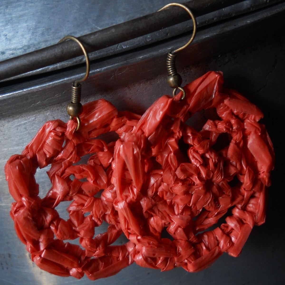 Bullion-Rimmed Flower Crochet Earrings Pattern