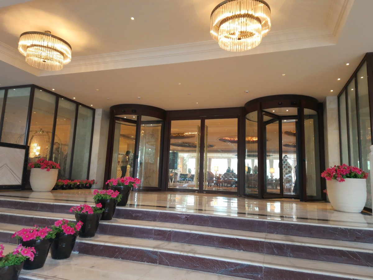 The entrance to the reception area and lobby