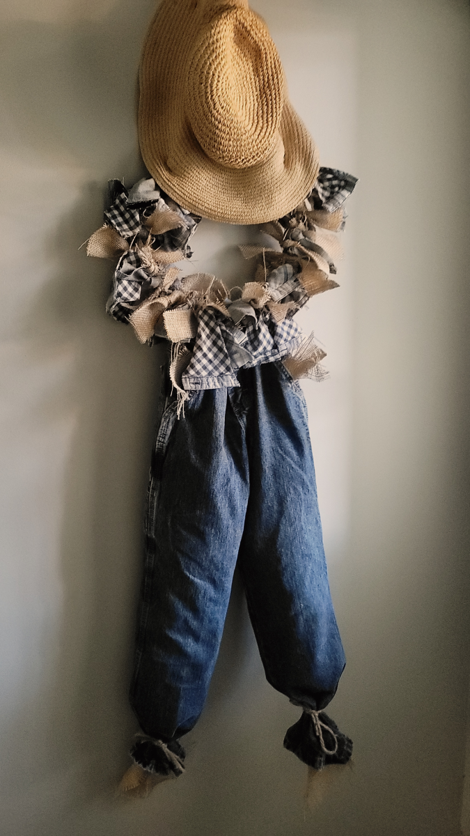Display your rustic scarecrow wreath as part of your fall décor!