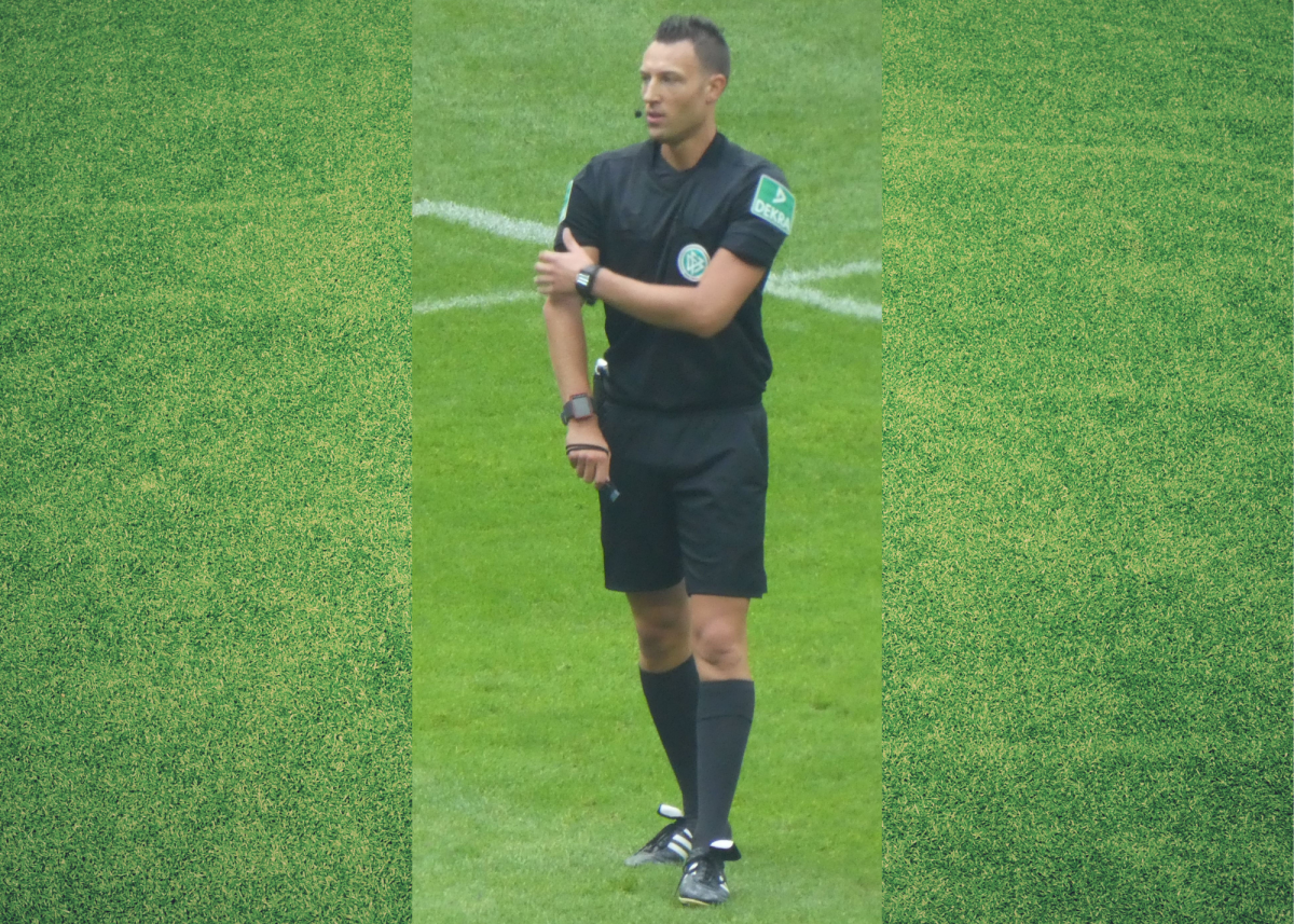 The referee will gesture to their elbow when one player elbows another.