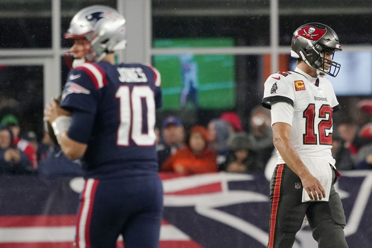 Bucs survive close game as Brady throws for 200+ but no TDs in first game back to Foxboro.