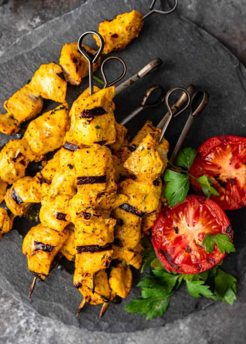 Garlic chicken tikka has a sunny yellow colour