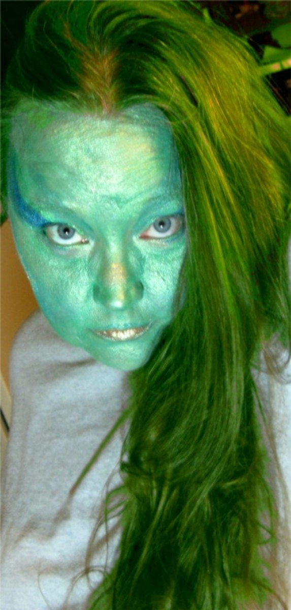 If you want to be an alien mermaid or a bad mermaid you can go for this kind of look!