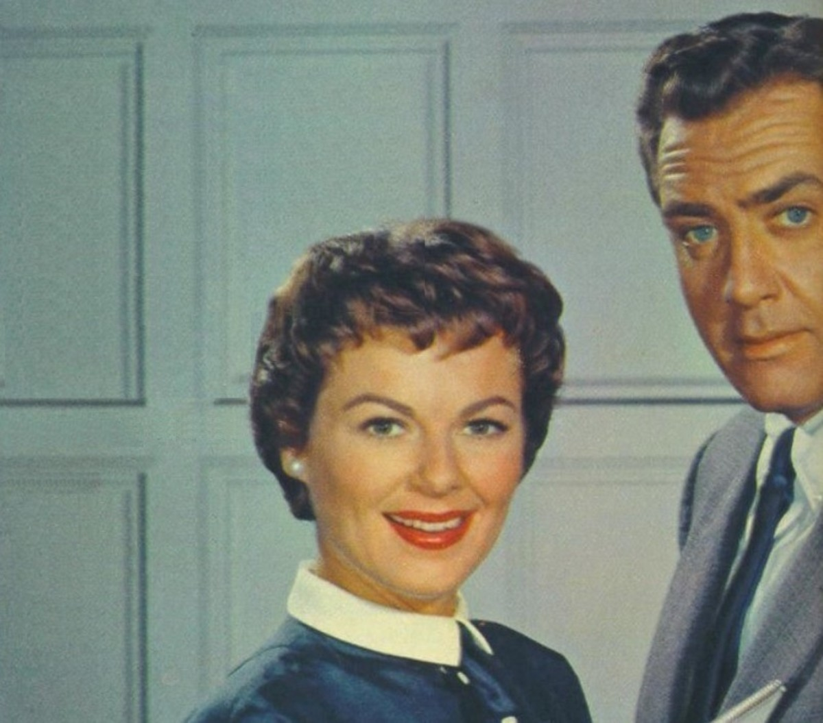 Barbara Hale as Della and Raymond Burr as Perry
