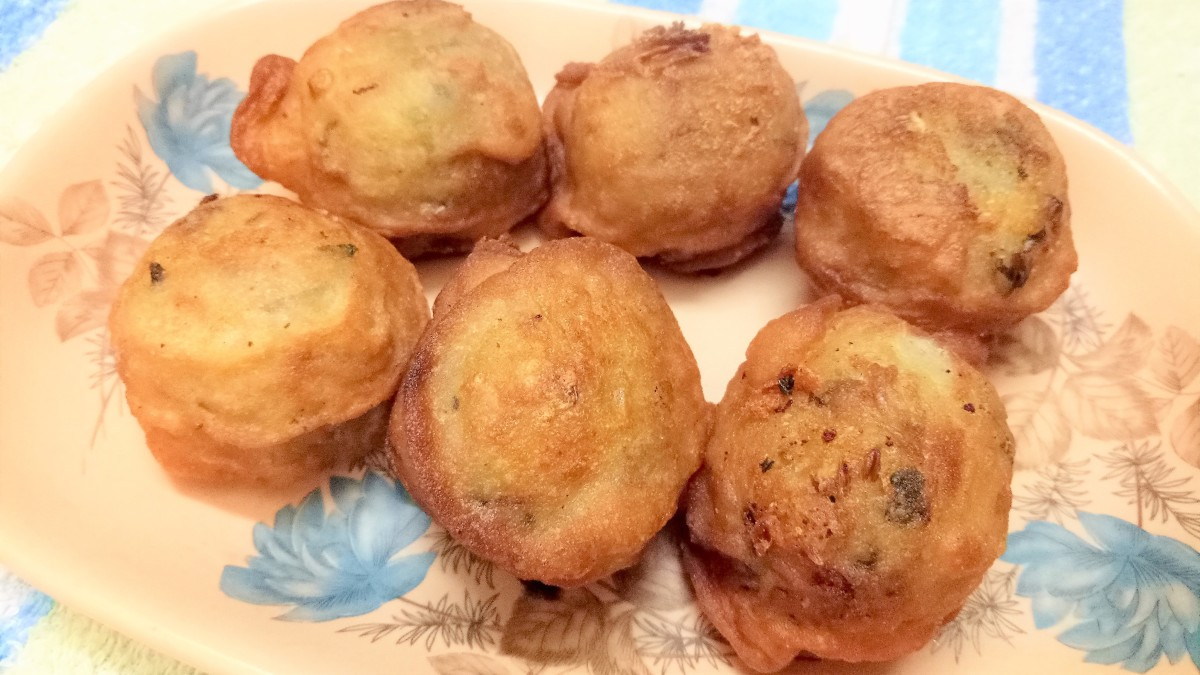 Aloo vada (potato fritters)