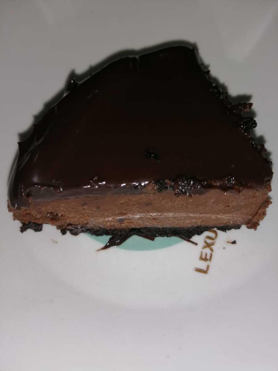 How to Make Flourless Chocolate Oreo Cheesecake