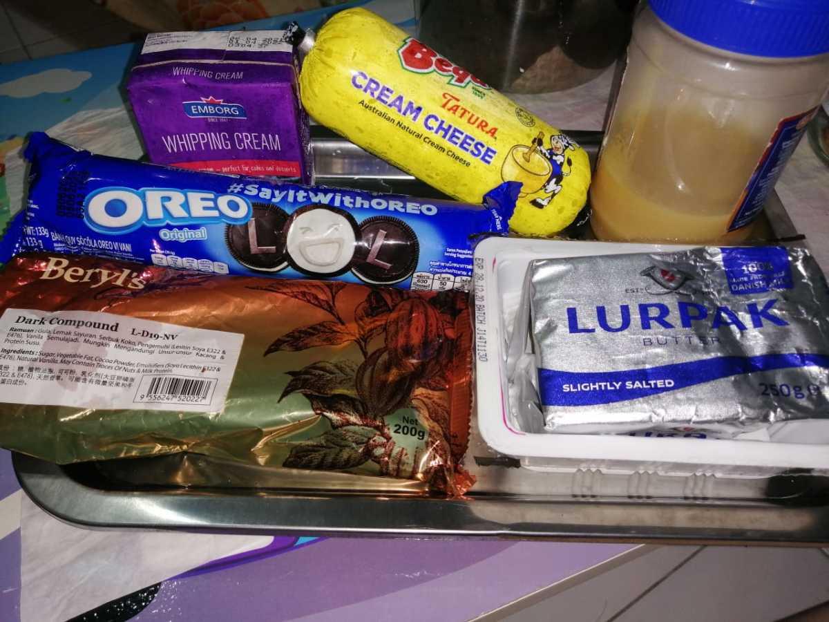 Clockwise from bottom left - Beryl's dark chocolate, Oreo Cookies, Emborg whipping cream, Tatura cream cheese, condensed milk, and Lurpak butter