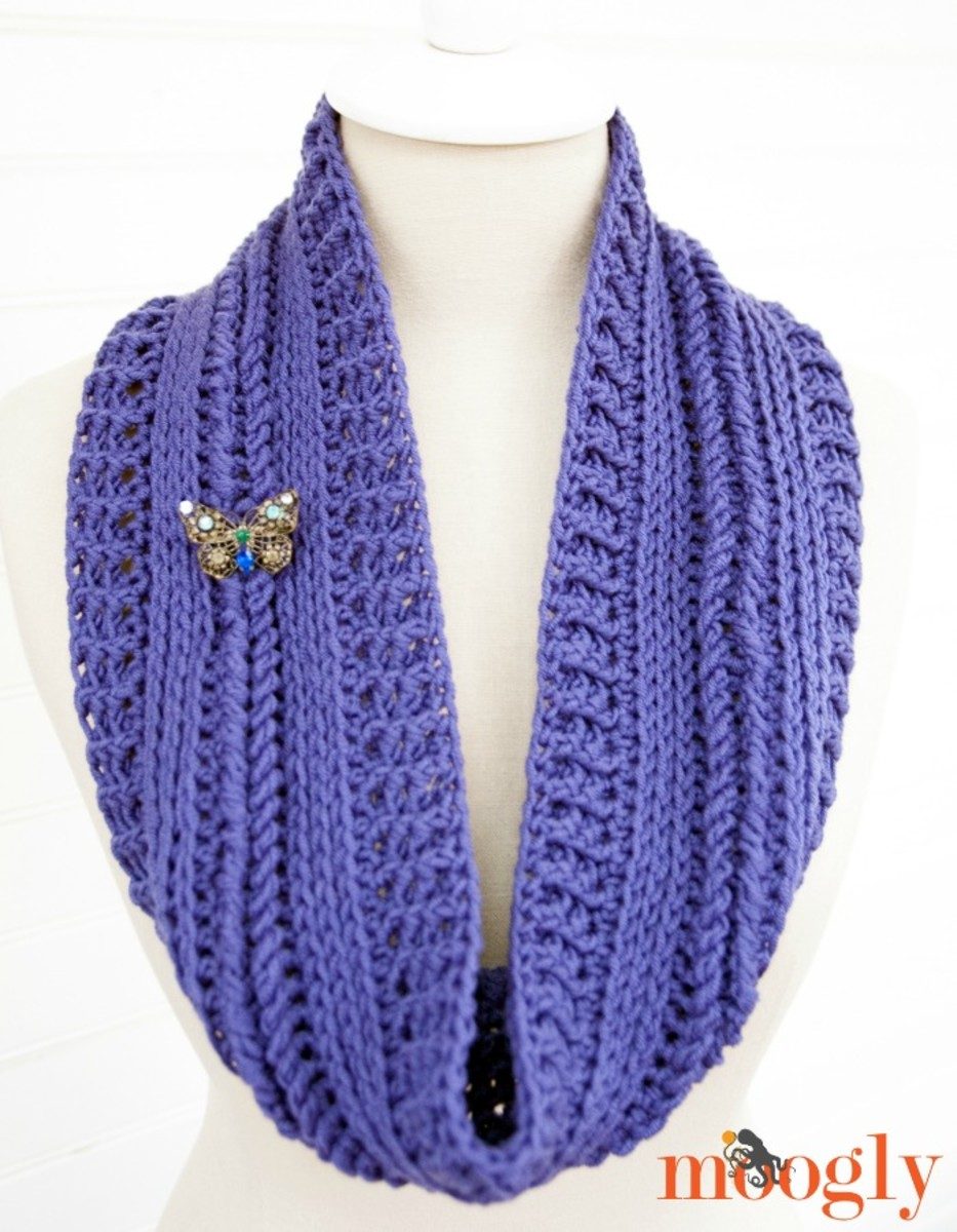 Ups and Downs Crochet Cowl