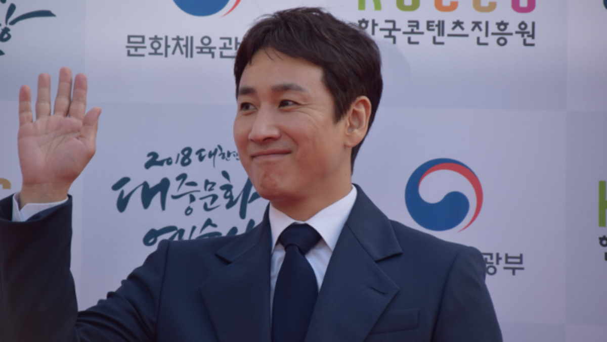 """Lee Sun-gyun tends to play kind, gentle characters, except for his role in """"Pasta."""""""