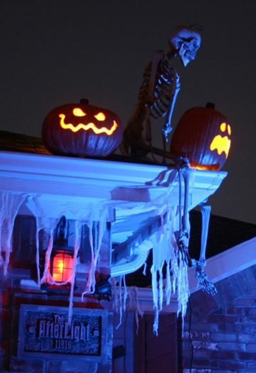 20+ Easy Outdoor Halloween Decorations to Make