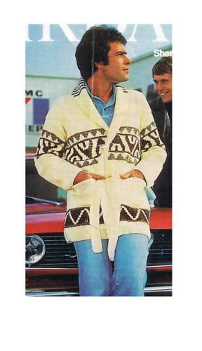 This is the controversial Starsky Sweater.. found out that the knitting pattern is really simple... and anyone who can kit can make it!