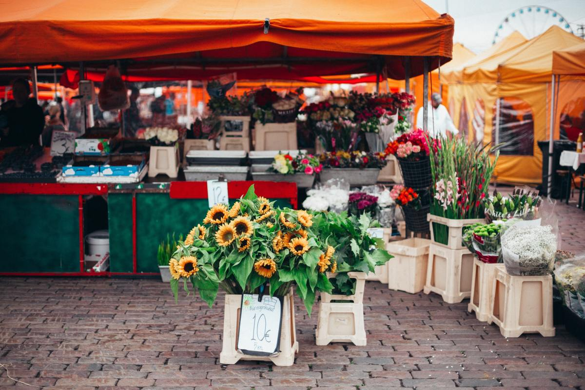 Choose the farmer's market and events you vend at carefully to maximize sales. Photo by Daria Shevtsova from Pexels