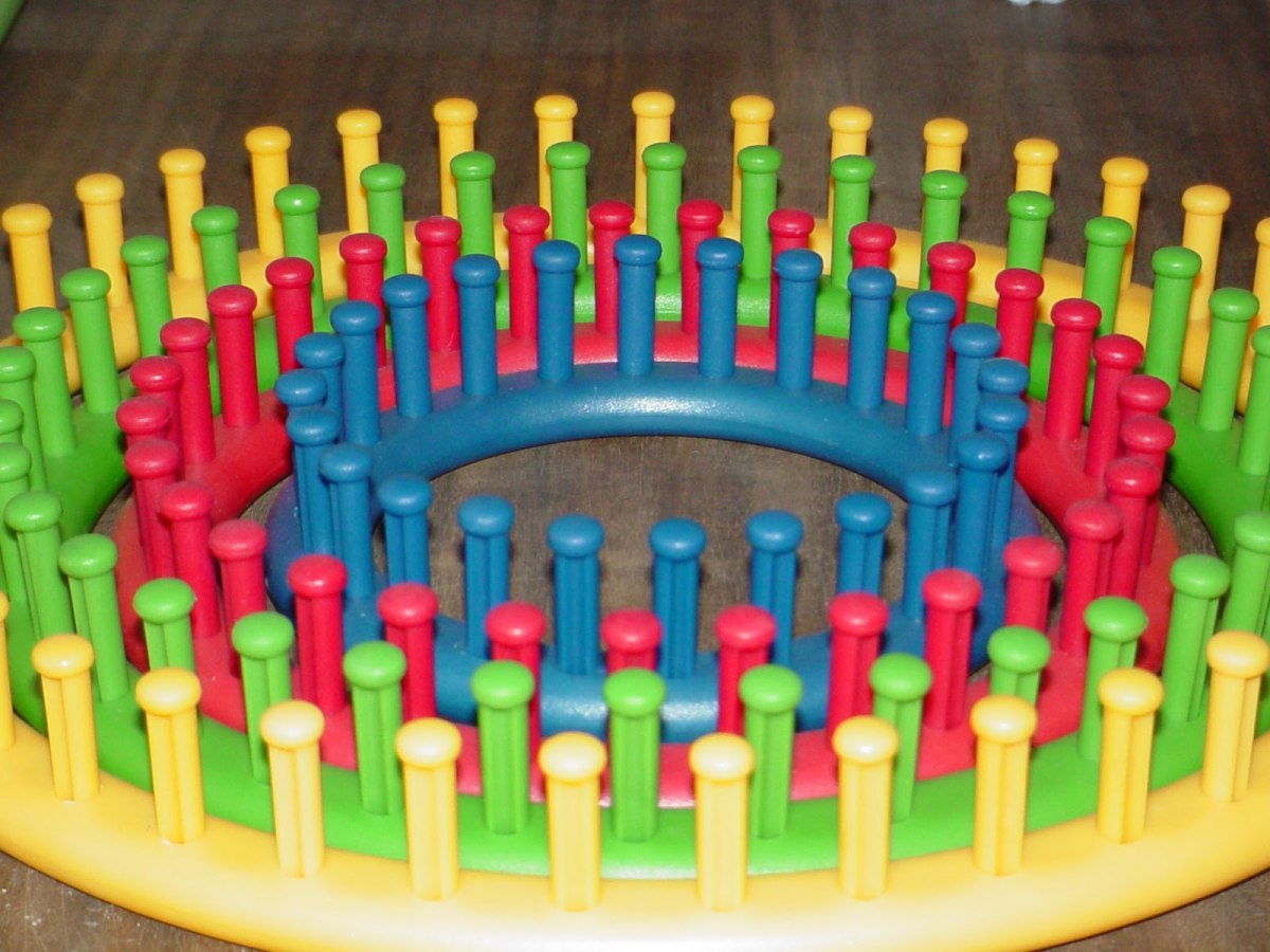The Knifty Knitter Circle Loom Set