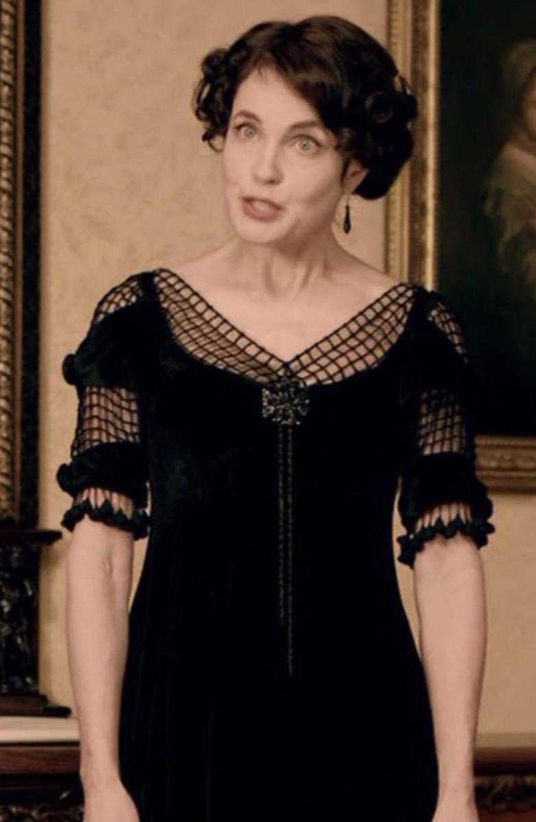Elizabeth McGovern as Cora Crawley, The Countess of Grantham, Downton Abbey Season 2